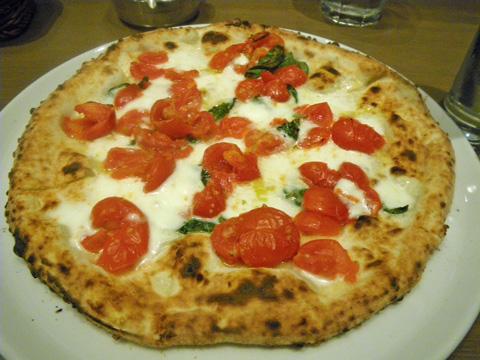 サルヴァトーレ・クオモ&バール天神のピザ