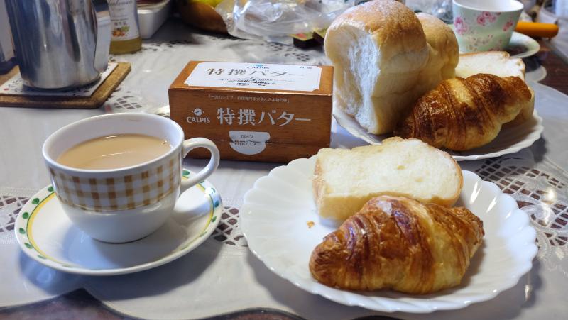 海の上のパン屋さんのクロワッサン、ミルクパン