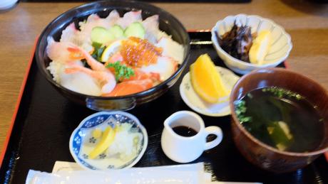 キッチンしまの海鮮丼定食